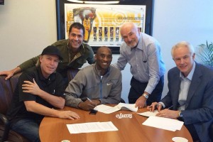 Lakers_kobe-bryant-contracte-extension_2013