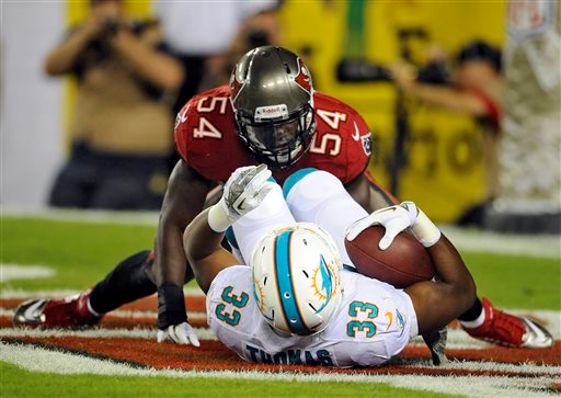 Bucs linebacker Lavonte David sacks Daniel Thomas