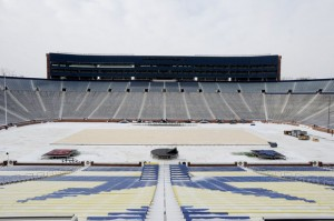 The Big House will be the home to the largest crowd ever to see a hockey game.