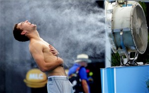 Andy Murray gets a bit of help cooling off as temp reach over 100 for the third day in a row at the Aussie Open