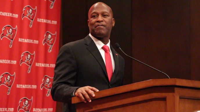 Bucs_Lovie_Smith_2013