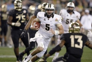 UCF quarterback Blake Bortles runs for TD and  there were plenty of people watching.