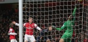 The Gunner's Van Persies diving header was kept out by United's Szczesny. The game ended 0-0.