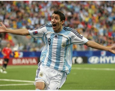 Angel di Maria  is ready to take his talents to Manchester United