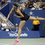 U.S. Open: Federer and Sharapova cruse, Venus is out
